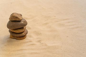 Photo sur Plexiglas Zen pierres a sable Concept of stacking stones on the beach.