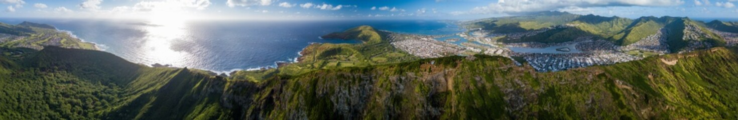 Wall Mural - Aerial panorama of the island of Oahu as seen from the Koko Head mountain with Hanauma Bay and Honolulu city in the frame. Hawaii