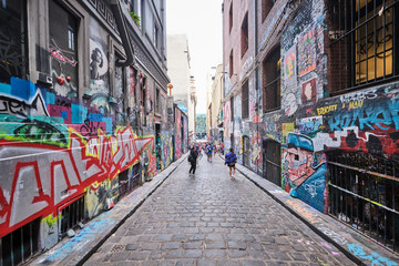 Photo sur Toile Kangaroo Graffiti, tourists and street artists packed into Hosier Lane in Melbourne CBD and lots of colourful art dedicated to Australian Bushfires