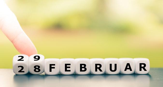 Symbol für den Wechsel zum 29. Februar im Schaltjahr.