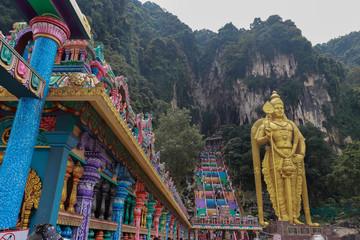 Fotobehang Bedehuis batu caves malaysia colorful stair temple