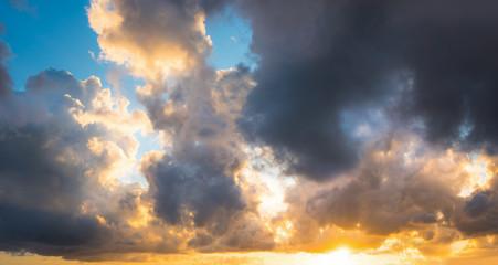 Fotobehang - Dramatic clouds at sunset