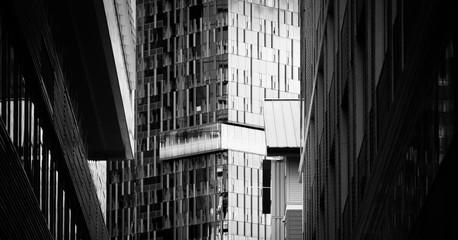 Bürogebäude in schwarz weiß