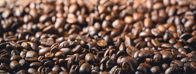 Kaffeebohnen mit Bokeh als Panorama