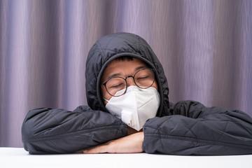 In de dag Hoogte schaal Asian man wearing surgical mask to prevent flu disease Corona virus and dust PM 2.5