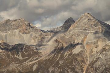 Marmorierte Kalkberge; Alperschällihorn, Steilerhorn und Teurihorn über Splügen