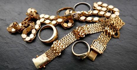 Goldschmuck in Nahaufnahme, Juwelen