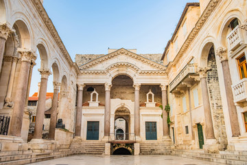 Split, Croatia, remains of Roman emperor Diocletians palace and Peristyle square in the morning, tourist destination Fototapete