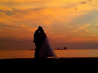 Foto op Canvas Artistiek mon. Bride And Groom Standing On Beach