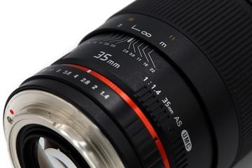 Samyang 35mm - f1.4 DSLR lens for Canon EF Mount - manual focus photo lens, wide angle lens isolated on white background