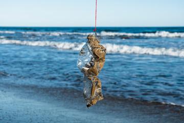 In de dag Hoogte schaal used plastic bottle in a fish hook