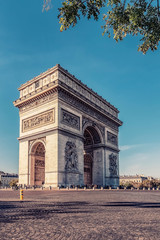 Leinwandbilder - Arc De Triomphe in Paris in daytime
