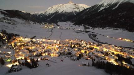 Dorf im Engadin
