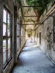 Spoed Foto op Canvas Oude verlaten gebouwen Empty Passage In Abandoned Building
