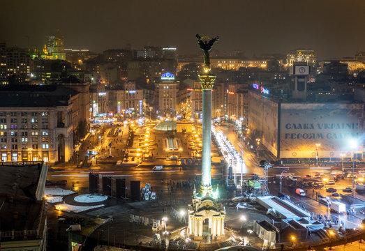 Monument At Illuminated Maidan Nezalezhnosti During Night