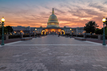 The United States Capitol Building  in Washington DC at sunset Fotomurales