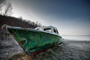 Türaufkleber Schiff old fishing boat on the beach of the river