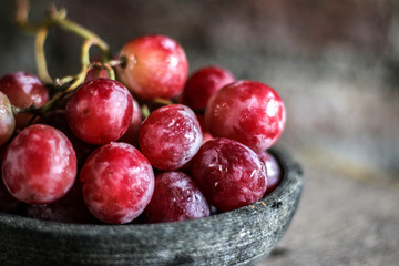 Close-Up Of Red Grapes In Bowl Fototapete