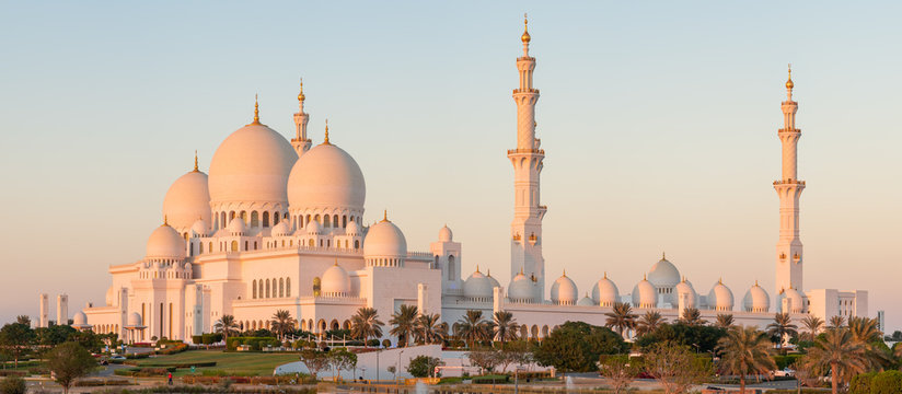 Panorama of Sheikh Zayed Grand Mosque in Abu Dhabi, UAE