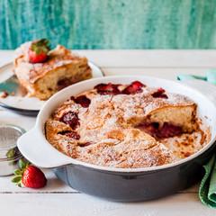 Strawberry Cake in Ceramic Pan