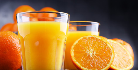 Foto op Plexiglas Sap Glasses with freshly squeezed orange juice