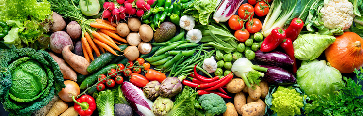 Photo sur Plexiglas Pays d Asie Food background with assortment of fresh organic vegetables