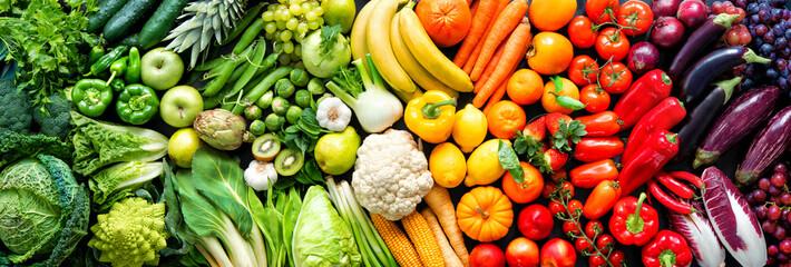 Autocollant pour porte Magasin alimentation Assortment of fresh organic fruits and vegetables in rainbow colors