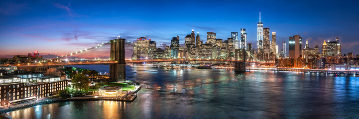Photo sur Toile New York New York City skyline with Brooklyn Bridge