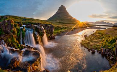 Foto op Canvas Landschappen Beautiful landscape with sunrise on Kirkjufellsfoss waterfall and Kirkjufell mountain, Iceland, Europe.