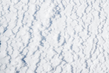 Snow pattern in the form of zigzag and wavy lines