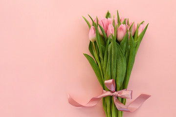 Fresh flower composition, bouquet of bi color tulips, pale pink and white gradient background. International Women's day, mother's day greeting concept. Copy space, close up, top view, flat lay. Fototapete