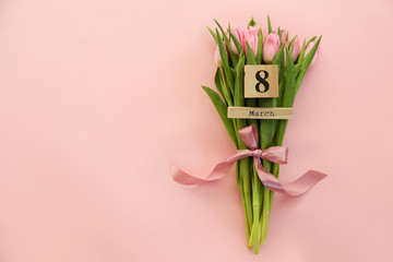 Fotorolgordijn Tulp Wooden cube calendar showing 8th of March date, the International women's day holiday with beautiful pink tulip flowers bouquet. Close up, copy space, background. Holiday greeting concept.