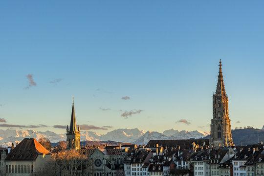 Blick auf die Berner Altstadt bei Abendlicht – Bern, Schweiz