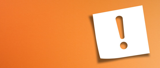 Note paper with exclamation mark on panoramic orange background Fototapete