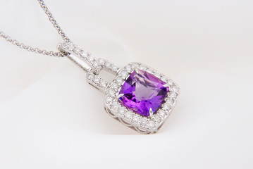 White Gold Pendant With Amethyst And Diamonds