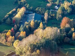 Papiers peints Bleu vert vue aérienne de la campagne à l'automne à Ambleville dans le Val d'Oise en france