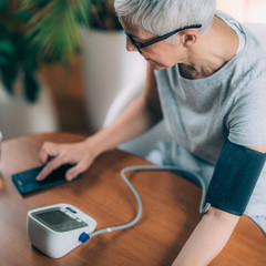 Mobile health - Measuring Blood Pressure, entering data in Smart Phone