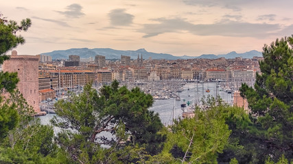 Fototapete - Marseille city in the evening