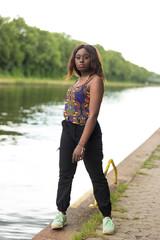 Junge Afroamerikanerin im Porträt