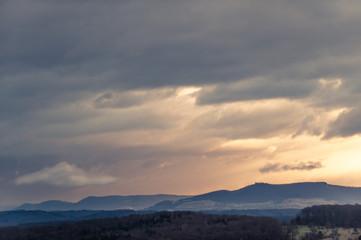 Albpanorama mit Gegendämmerung und prägnanter Wolke