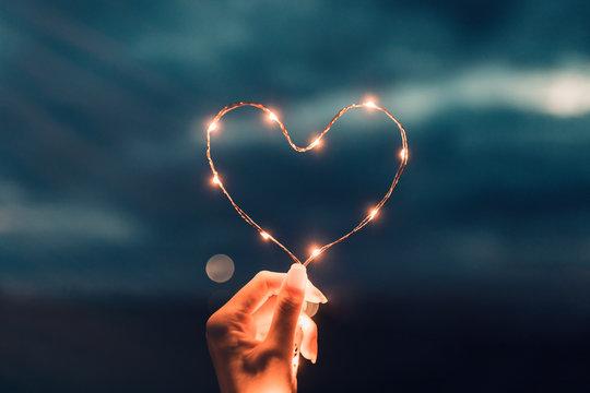 Cena a lume di candela per coppia innamorata