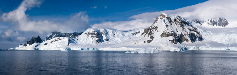 Photo sur Toile Antarctique Stunning icy landscapes, Chiriguano Bay, Danko Island, Antarctic Peninsula, Antarctica