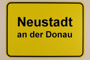 Illustration des Ortseingangsschilds von Neustadt an der Donau in Bayern