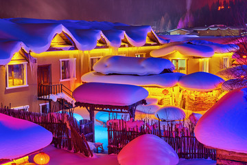 Türaufkleber Hochrote The beautiful night landscape of China Snow Town.