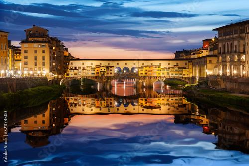 Fototapete Ponte Vecchio bridge in Florence at night, Italy