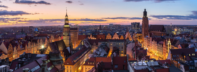 Foto op Canvas Panoramafoto s Wroclaw, Poland. Panoramic aerial cityscape at dusk