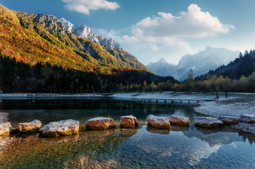 Fotomurales - Amazing nature Landscape in Julian Alps during sunset. Lake Jasna near Kranjska Gora, Slovenia. Crystal clear alpine with perfect sky and mountain peaks in background. Triglav national park