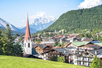Fotorollo Grau Alpine landscape with Pfarrkirche, Seefeld, Austria