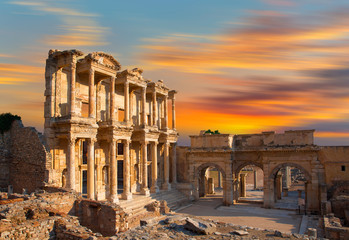 Spoed Fotobehang Oude gebouw Celsus Library at sunset in Ephesus ancient city -Selcuk, Turkey