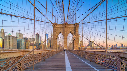 Foto auf AluDibond New York TAXI Brooklyn Bridge in New York City, USA